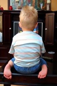 2 - Kind hinten
